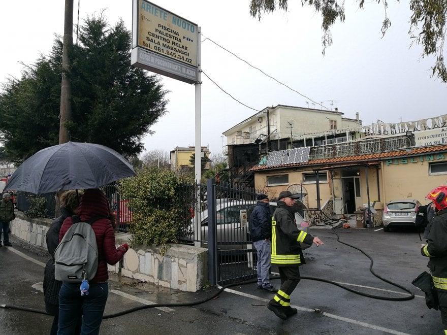 Esplode bombolone del gas a napoli un morto e cinque feriti 1 di 1 napoli - Bombolone gas casa ...