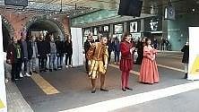 Rigoletto tra i binari  Vd  flash mob del San Carlo con artisti in costume    Ft