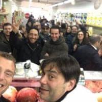 Napoli, spesa di solidarietà dal salumiere Scarciello dopo la sua denuncia