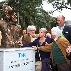Da Alassio, l'odissea del busto di Totò