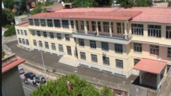 Napoli - Presunto caso di meningite al Liceo Tito Lucrezio Caro, chiusa scuola