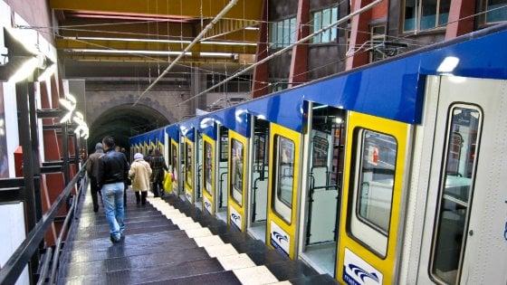 Napoli caos trasporti, incendio su un treno della Circum, ritardi per funicolare e metro