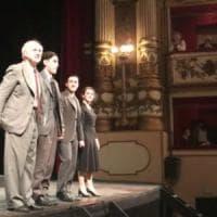 """Servillo, ovazione al teatro Bellini di Napoli: """"Il teatro nun 'o facimmo sulo nuje, ma..."""