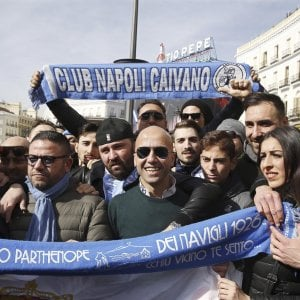 Madrid, l'invasione dei diecimila tifosi del Napoli tra le strade