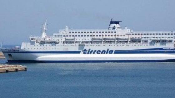 Migranti espulsi, rivolta in alto mare. Tensione sul traghetto Cagliari-Napoli