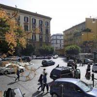Ambulante bengalese aggredito da una baby gang in piazza Amedeo