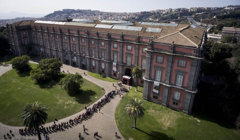 Napoli saluta le tele di Van Gogh: anche un'ora in coda per vedere i capolavori strappati alla camorra
