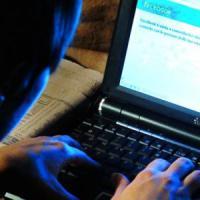 Finge il suicidio per una foto su Facebook, 13enne in coma nel Napoletano