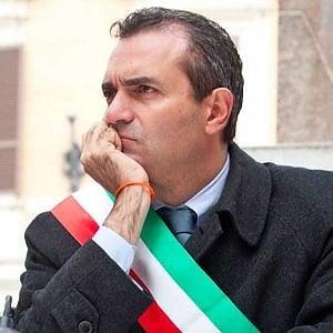 """De Magistris: """"In estate giù le vele di Scampia"""""""
