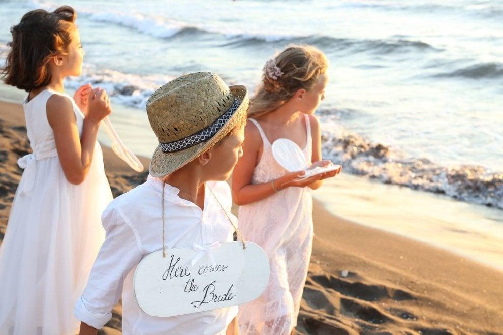 Sì ai matrimoni in spiaggia, Procida apre l'isola al wedding tourism