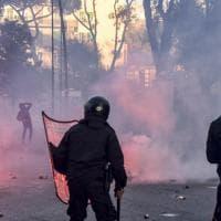 Salvini a Napoli, scontri con la polizia e guerriglia urbana