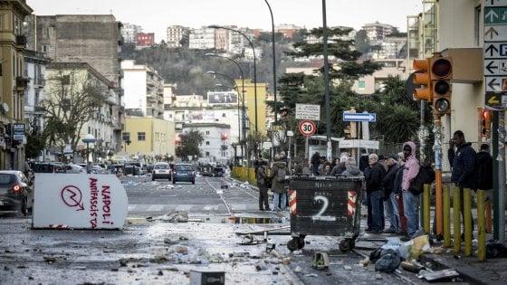 Napoli, chi c'era oggi in piazza contro Salvini