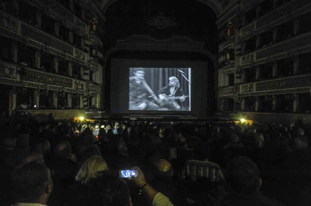 """""""Il tempo resterà"""", al San Carlo anteprima nazionale del docu-film su Pino Daniele"""