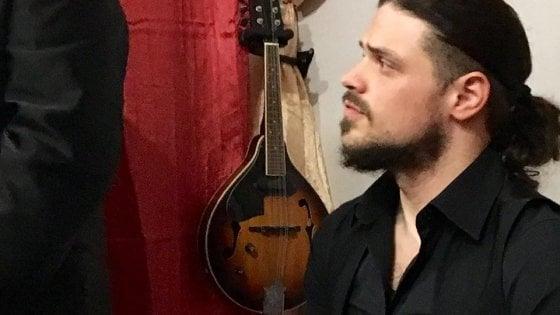Daniele Galasso da Scampia alla corte dello zar con un mandolino