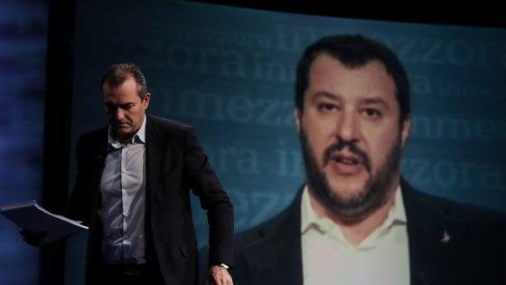 Caso Salvini, in consiglio comunale a Napoli la maggioranza vota contro la condanna per le violenze e la solidarietà agli agenti