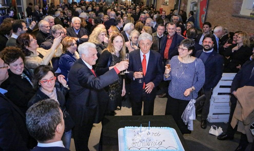 La festa a Bagnoli per i 70 anni di Antonio Bassolino