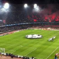 Napoli, 38 mila euro di multa per laser e lancio di oggetti in Champions