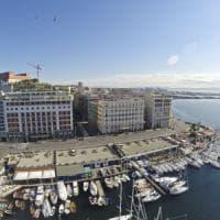 Napoli, aumenti programmati per la tassa di soggiorno. Ritocchi anche per il tributo di occupazione suolo pubblico