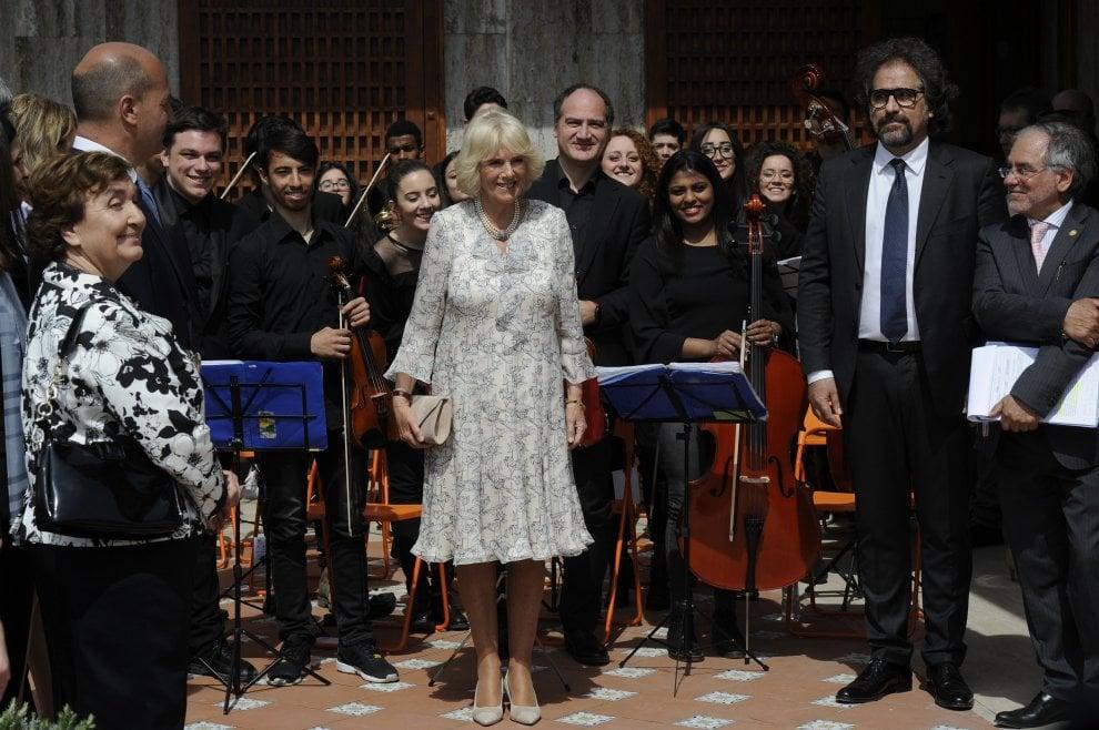 La visita della duchessa Camilla a Napoli, nel bene confiscato alla camorra
