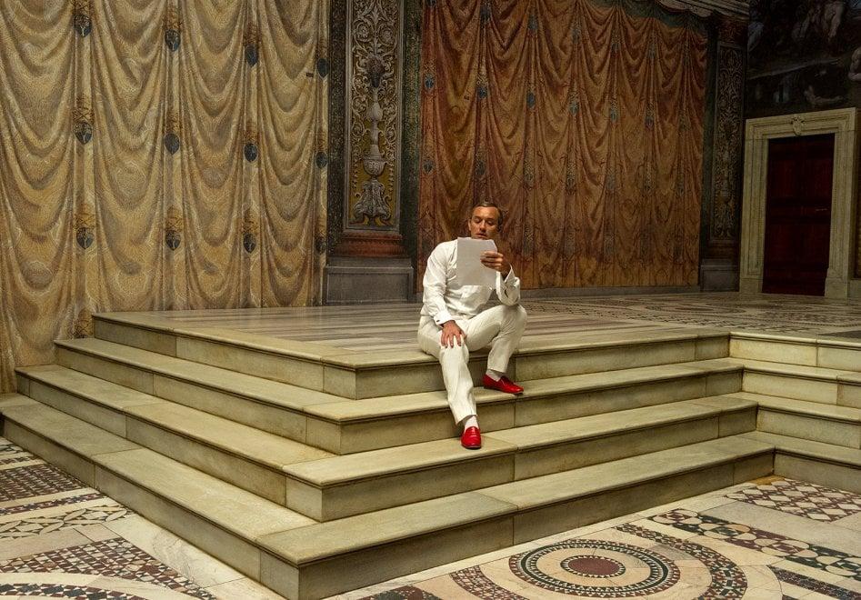 A Palazzo Reale la mostra sulle foto di scena di The Young Pope