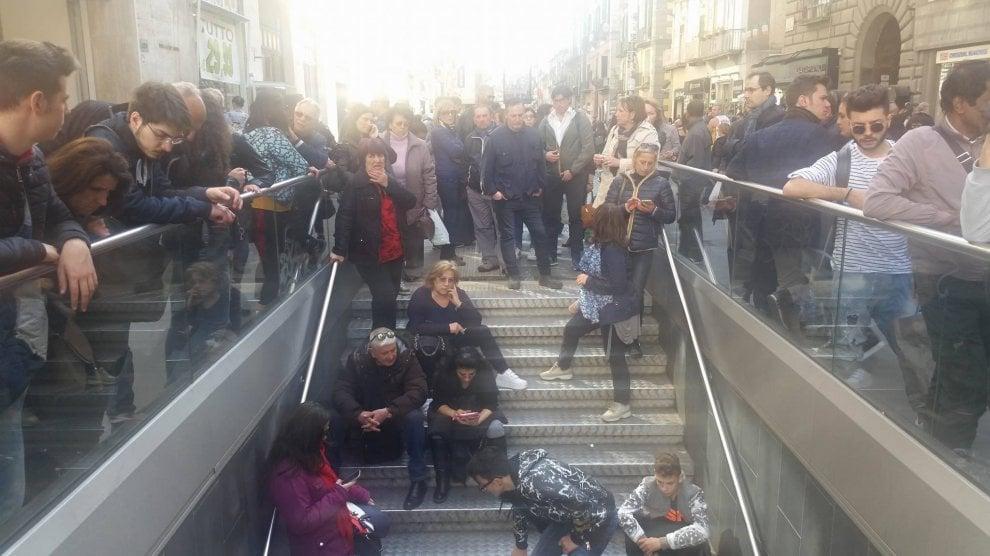 Sulle scale della metro