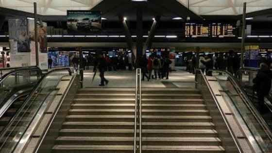 Napoli, muore un operaio alla stazione: stroncato da un infarto