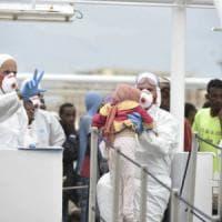 Migranti, atteso a Salerno nuovo sbarco: a bordo della nave 400 persone