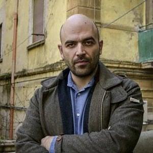 """L'ironia di Saviano sull'iniziativa del sindaco: """"Finito il tempo degli sputtanapoli"""""""