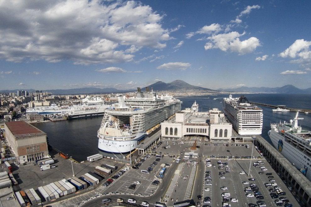 Stazione marittima, Delrio annuncia l'apertura della stazione di Afragola e il dragaggio del Porto di Napoli