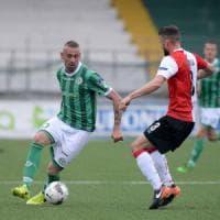 L'Avellino prima rischia il ko poi pareggia contro il Bari (1-1)