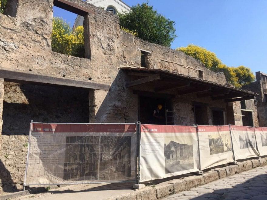 Pompei, cede tavolato. Nessun danno alle strutture