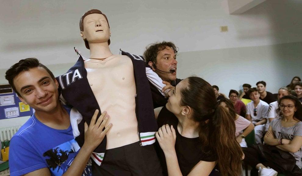 Arriva Ettore, il manichino che insegna la sicurezza stradale nelle scuole della Campania