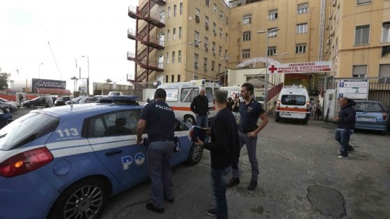 Follia al Centro Storico di Napoli, straniero aggredisce passanti senza motivo
