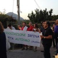 Avellino, protesta per Centro per l'autismo: