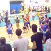 Pallavolo, atleta campano colpito con un pugno a Lecce durante una partita