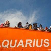 Sbarcati a Salerno 1004 migranti