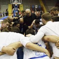 Basket, il Cuore gioca gara-1 a Casalnuovo. Lite tra l'assessore Borriello