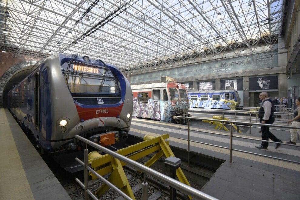 Eav, arrivano i nuovi treni. La consegna alla stazione di Montesanto