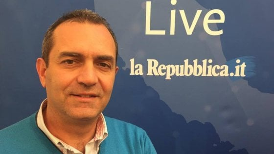 De Magistris live per Repubblica risponde ai cittadini: date la vostra pagella al sindaco un anno dopo l'elezione