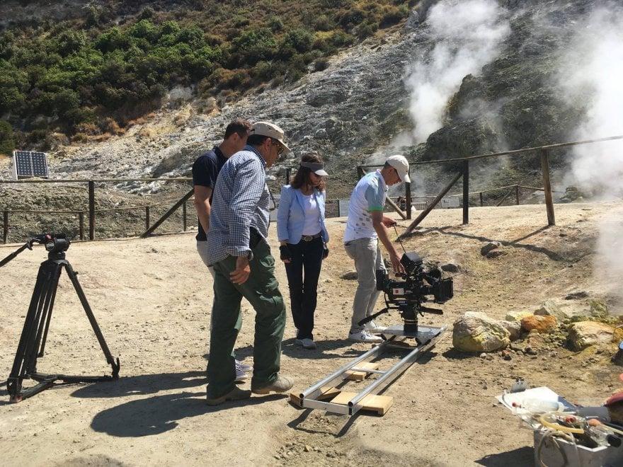 """Campi Flegrei, troupe tedesca per il """"super vulcano"""": """"Servono piani d'emergenza"""""""