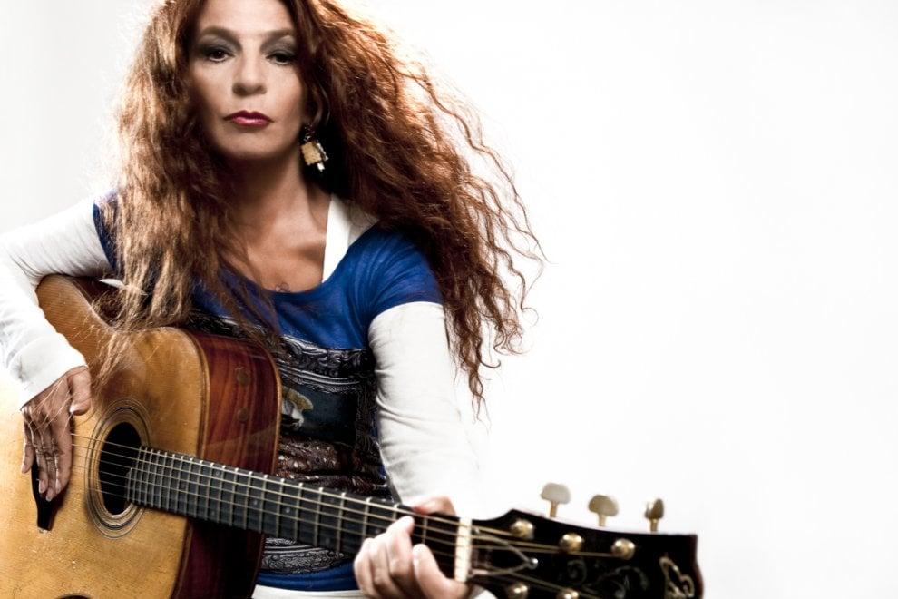 Teresa De Sio canta Pino Daniele al Nabilah