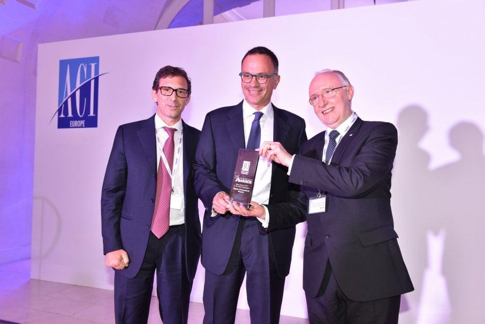 """L'aeroporto di Napoli vince l'ACI Europe Award: """"Ha migliorato la  vita dei passeggeri e promosso il turismo"""""""