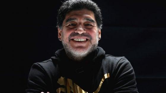 Il Comune: Maradona a Napoli il 4 luglio per la cittadinanza onoraria
