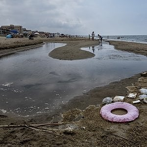 Inquinamento e abusivismo, sette reati al giorno sulle coste campane