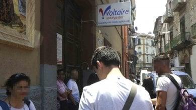 """Al diplomificio di Secondigliano  in bus. """"Veniamo da tutta Italia perché qui è facile"""""""