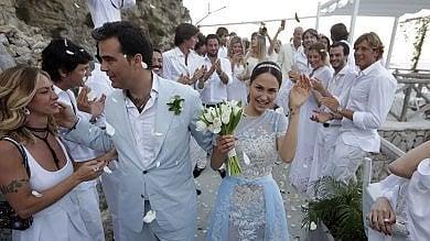 """Massa Lubrense, una baia """"requisita""""    /Foto       per il matrimonio di lusso di Noemi Letizia    Il rito sul mare blu di Nerano /Video"""