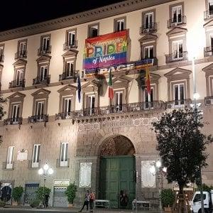Mediterranean Pride, a Napoli al via la grande parata. Striscione sul Comune