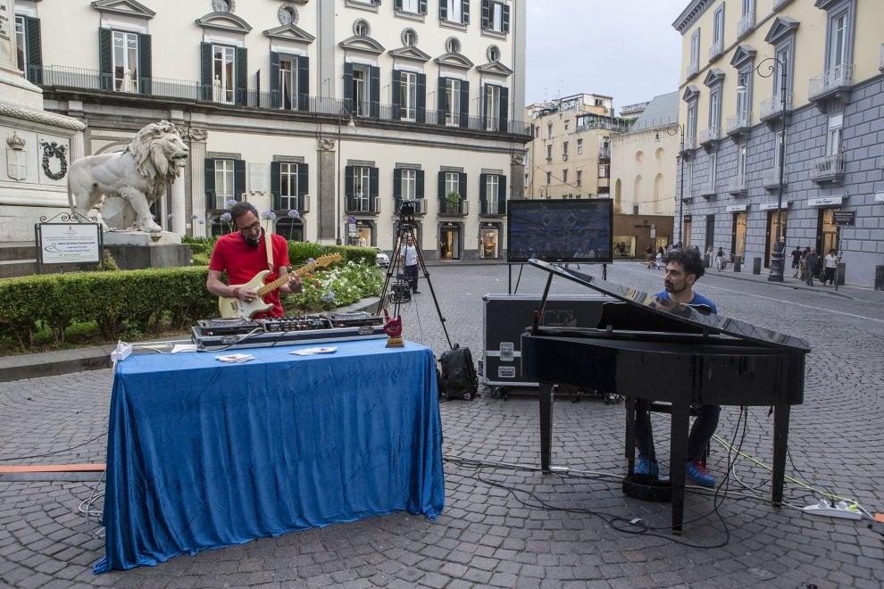 C'è un pianoforte a piazza dei Martiri: street performance dei South Designers