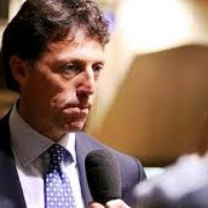 Portici, il neo-sindaco Cuomo rimanda l'insediamento per la pensione