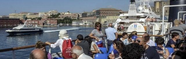 In duemila per 'Porto aperto', la città vista dal mare